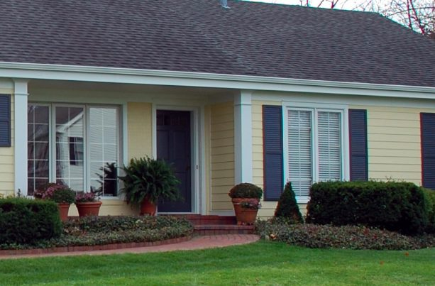 giving your ranch style house cream vinyl siding is amongst the most impressive ideas as well
