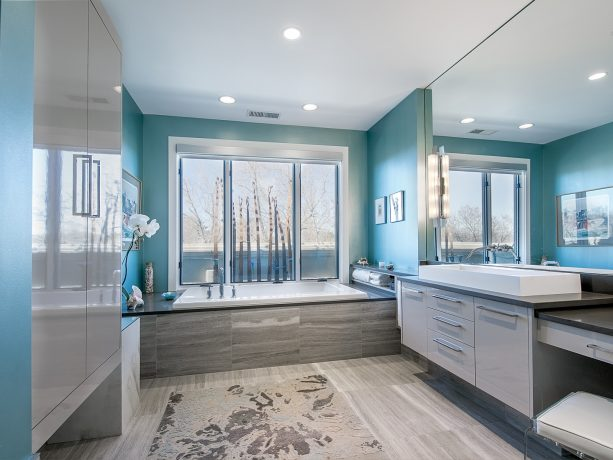turquoise sea for the upper part and gray for the lower part of the bathroom