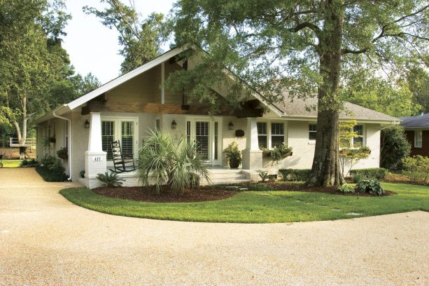 worldly gray vinyl siding can re-invigorate a ranch style house to make it look aesthetic