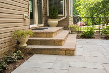 thick stone veneer covering is also a brilliant options for concrete steps